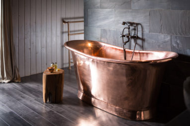 Copper bath in Holiday Accomodation