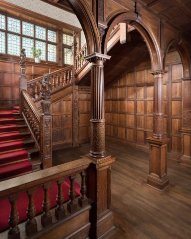 Grand Oak panelled entrance hallway & staircase